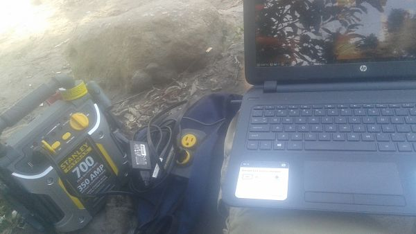Improvised power station for working at the beach
